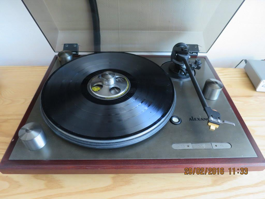 Oracle Alexandria Turntable - Vintage Audio World com