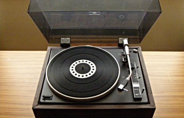 AKAI AP 004  Turntable